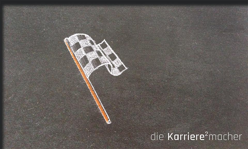 Kreidezeichnung auf Schiefertafel: Zielflagge