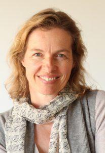 Portraitfoto: Mentorin Sabine Schmoelzl